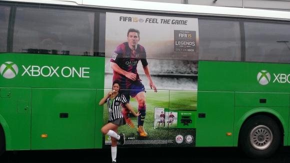 EA Sports FIFA 15/ XBox One bus met babe